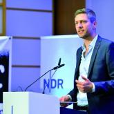 Tagesthemen-Moderator Ingo Zamperoni bei #nr17 / Foto: Rohwedder