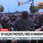 CNN Korrespondent Omar Jimenez wird in Handschellen abgeführt