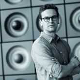 Malte Zeller (38) durchlief nach einem Mediendokumentations-Studium an der HAW Hamburg die Trainee-Ausbildung in den verschiedenen Abteilungen der Spiegel-Dokumentation. Zum 1. Juli übernimmt er die Leitung des Bildverifikationsteams. / Foto: Pilsl