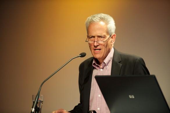»Wir brauchen einen stärkeren Medienjournalismus!« Auftakt und Begrüßung der Konferenzteilnehmer durch Gastgeber Prof. Dr. Michael Haller, den wissenschaftlichen Direktor des IPJ und Herausgeber von Message.