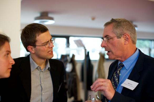 Unterwegs zum Abend-Buffet: Leipziger Journalistik-Studierende und Redaktionsmitglieder von Message im Gespräch mit Mike Hoyt