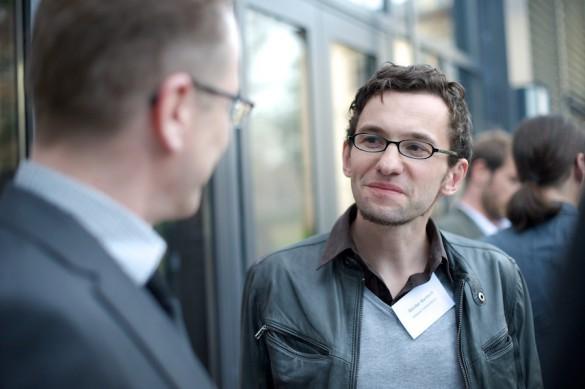 … wie auch Günter Bartsch, Geschäftsführer des Netzwerks Recherche, haben sich einiges zu erzählen …