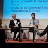 … mit Rainer Stadler, Medienredakteur der »Neuen Zürcher Zeitung« (links), Mathieu Magnaudeix vom französischen »Mediapart.fr« und Andrzej Krajewski, Medienjournalist in Polen, über Erfolge und Fehlschläge der Medienselbstkontrolle in Europa.
