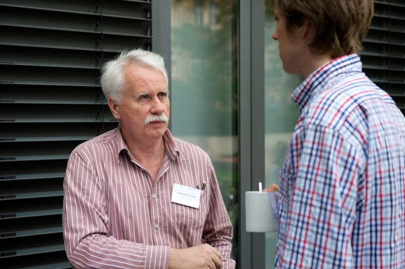 Entspannter Gedankenaustausch unter Referenten, Diskussionsteilnehmern und Leipziger Journalistik-Studierenden …
