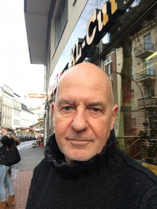 Andreas Werner, 58, ist seit 30 Jahren Redakteur, zuerst bei der Frankfurter Rundschau und Die Woche, seit 1993 arbeitet er bei ARD-aktuell. Dort ist Werner seit 2001 Chef vom Dienst der Tagesschau und vor allem für die Tagesschau um 20 Uhr verantwortlich.
